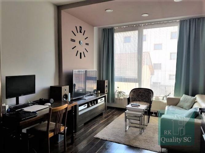 Reality SENEC - NA PREDAJ  2 izbový byt - zariadený mezonet  s terasou, priamo v centre mesta.