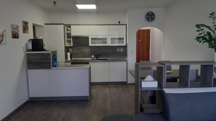 Reality SENEC - nádherný moderný 3 izb. byt v novostavbe - krásne kľudné prostredie plné zelene.