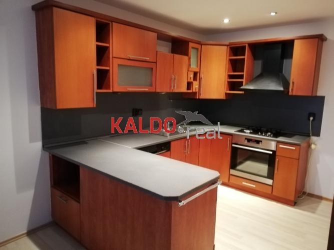 Reality Trnava-ponúkame na predaj kompletne zariadený 4 izb.byt na Špačinskej ulici v Trnave Exkluzívne