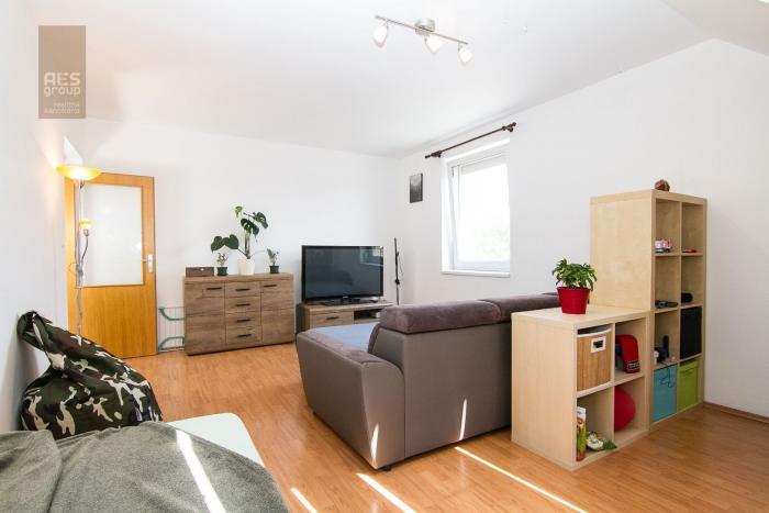Reality 3D OBHLIADKA,PREDAJ, priestranný 1 izbový byt s balkónom, ul. Budovateľská, Stupava