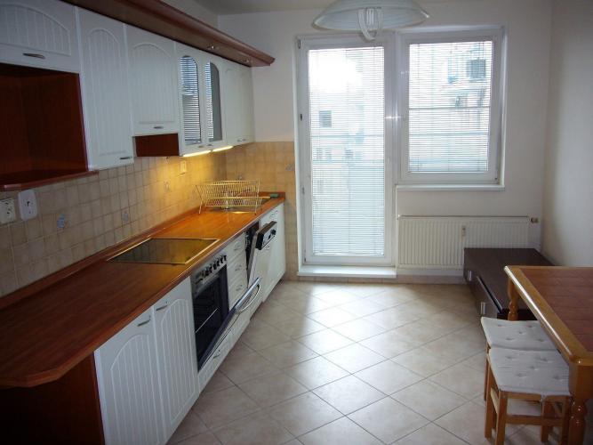 Reality Ponúkame na prenájom priestranný, čiastočne zariadený 3-izbový byt na ulici Tomašiková-Trna
