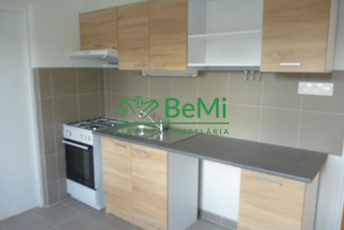 Reality Na predaj-Pekný 2 izbový zrekonštruovaný byt-Zvolen (ID-210-112-BB)