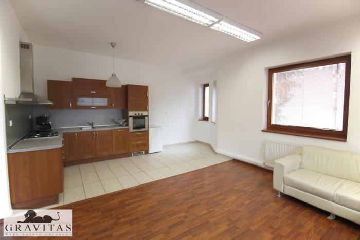 Reality Na prenájom 4- izbový byt s garážou vo vile pri Slavíne na Vlčkovej ulici