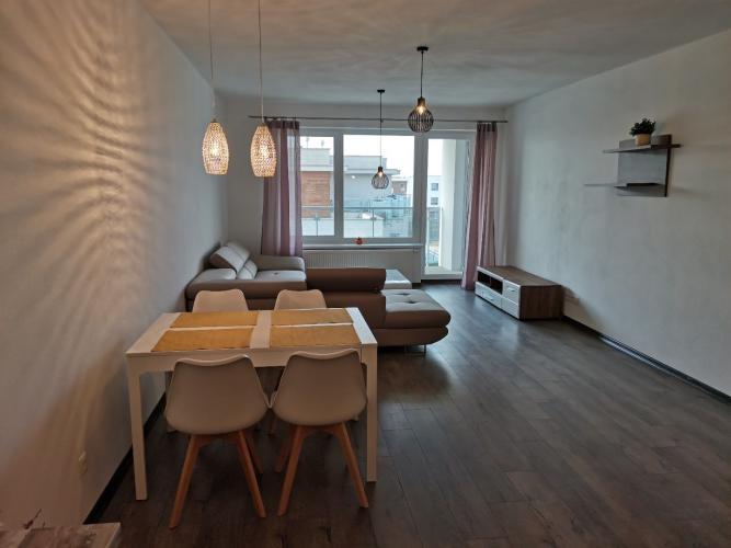 Reality SENEC - NA PRENÁJOM - veľkometrážny 2 izbový byt s vlastným garážovým státím - Senec Gard