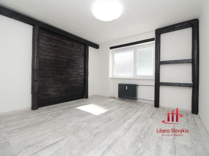 Reality Tehlový čerstvo zrekonštruovaný 2 izbový byt, Komárno