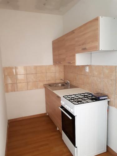 Reality Ponúkame do dlhodobého prenájmu 2-izbový byt s balkónom.