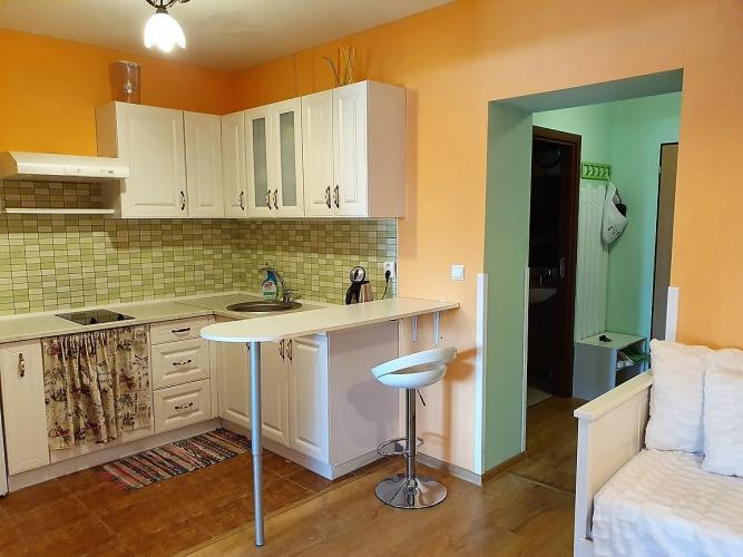 Reality : Ponúkame na prenájom zariadený dvojizbový apartmánový byt s terasou.