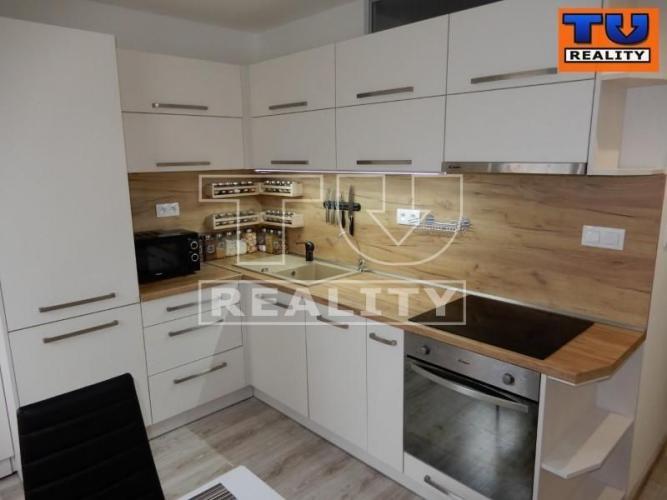 Reality Exkluzívne ponúkame 3 izbový byt kompletne prerobený, 68m2 na 4. poschodí. CENA: 95 980 €