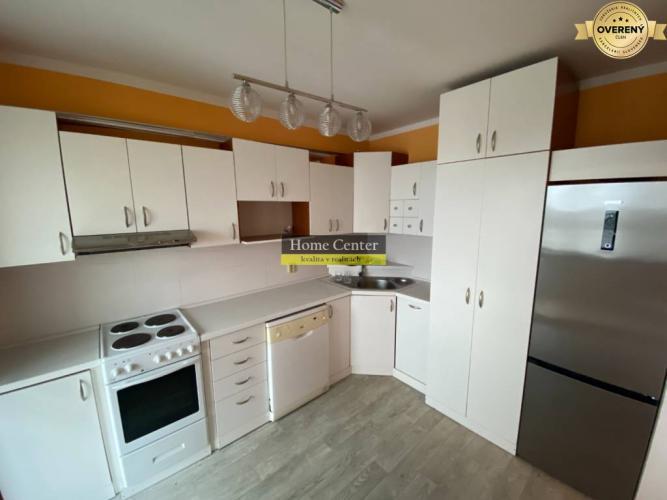 Reality Na predaj veľkometrážny pekný 3 izbový byt s lodžiou Komárno