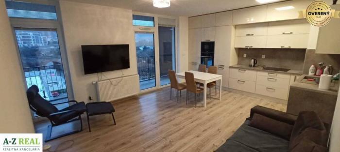 Reality Prenájom 3 izbového bytu s garážou na Sliačskej ulici -