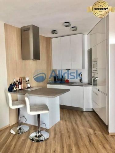 Reality Luxusný 2-izbový zariadený byt PRENÁJOM