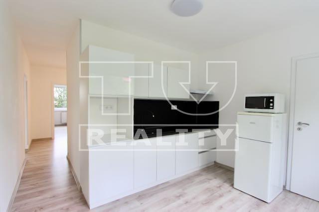 Reality REZERVOVANÉ : 3-i. byt po kompletnej rekonštrukcii 74 m 2 v Ružomberku. CENA: 95 500,00 EUR