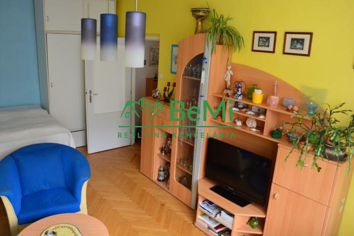 Reality Ponúkam na predaj 2-izbový byt v Martine