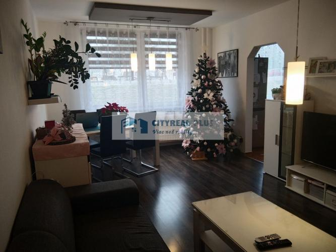 Reality Predám komplet zrekonštruovaný 3-izbový byt s balkónom  Nitra