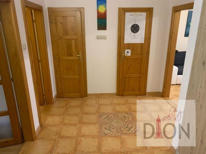 Reality 2 izbový byt s lodžiou v Radvani