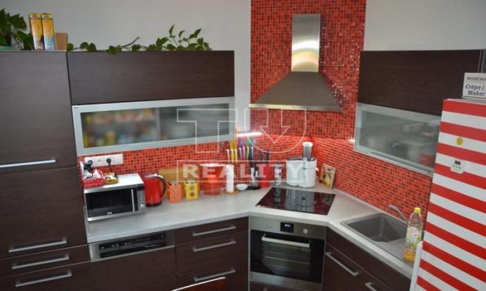 Reality Predaj nádherného 3 - izbového bytu v Banskej Bystrici + garáž v časti Uhlisko, 73 m2. CENA: 1