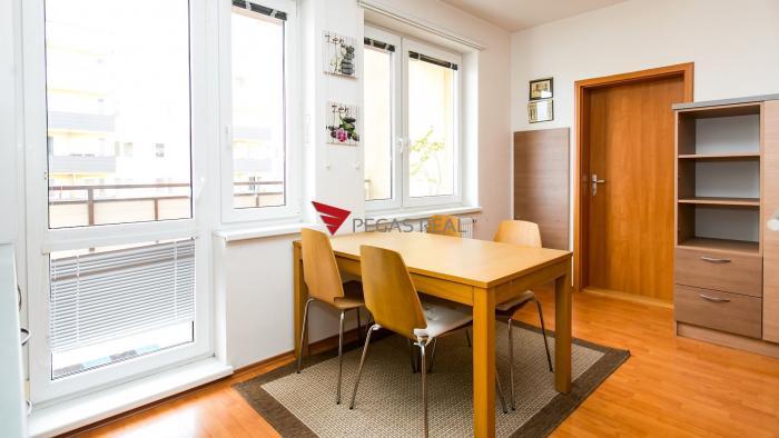 Reality 1 izbový byt s veľkým balkónom v Bratislave - Petržalke