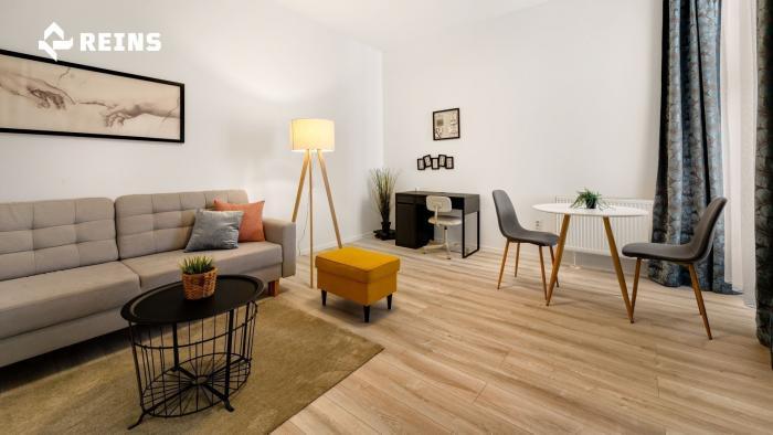 Reality BEZ PROVÍZIE - Na prenájom krásne zariadený dvojizbový byt v historickom centre Bratislavy