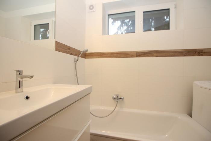 Reality Prenájom 1-izb.zariadeného bytu pod Hradom, v dome so záhradkou a terasou, v cene je internet