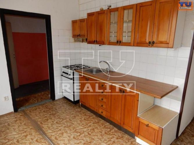 Reality Predaj 3 - izb. bytu v pôvodnom stave v Banskej Bystrici, v časti Fončorda, 70 m2. CENA: 114 980,