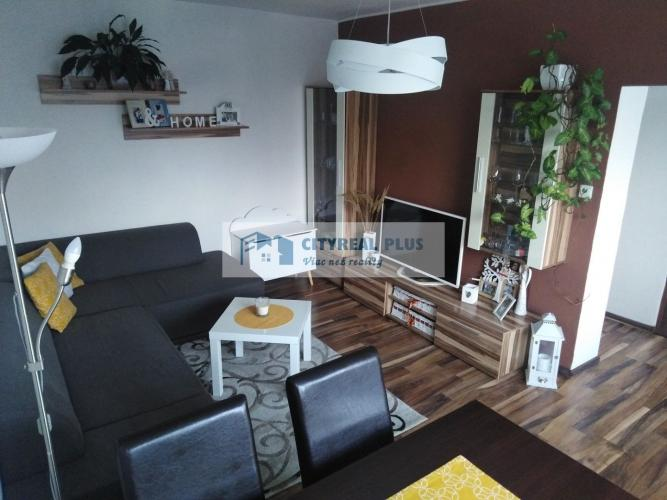 Reality Predám prerobený 2-izbový byt v blízkosti Vrábeľ