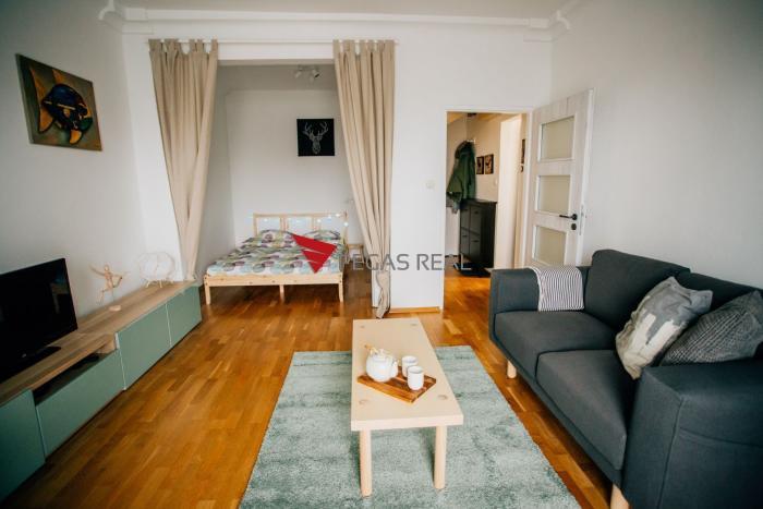Reality Slnečný zrekonštruovaný 1,5 izbový byt s loggiou v Ružinove exkluzívne na predaj