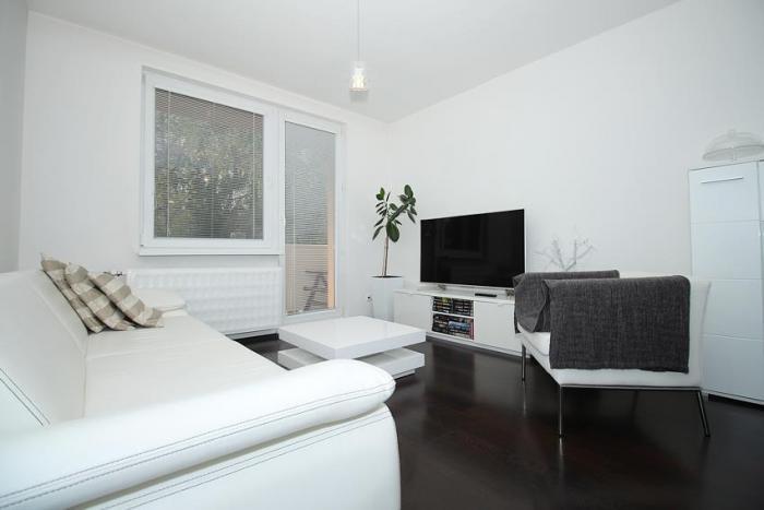 Reality Rezervované -Exkluzívny 4 izbový. kompletne zrekonštruovaný veľkometrážny byt 82 m2 pri cent