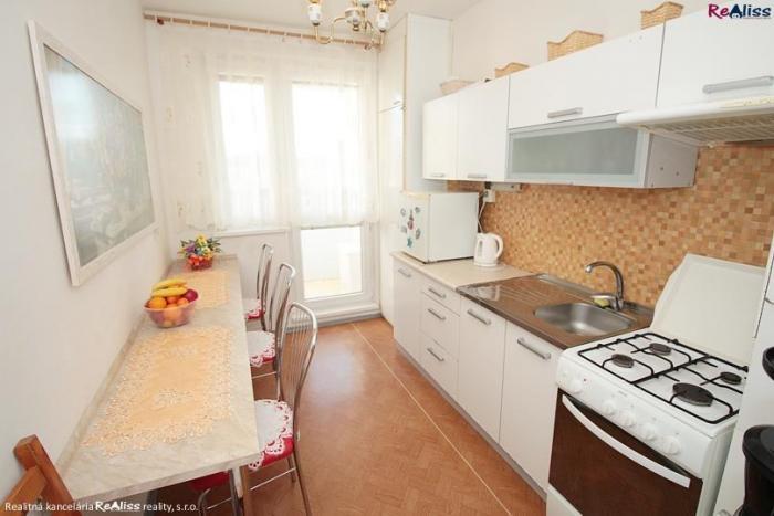 Reality 1 izbový. veľkometrážny byt 42 m2 - s loggiou. pivnicou na ul. Žitná