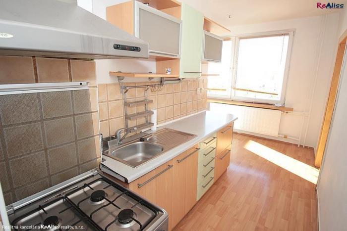 Reality Veľkometrážny 2 izbový byt 67 m2 upravený na trojizbový pri centre mesta