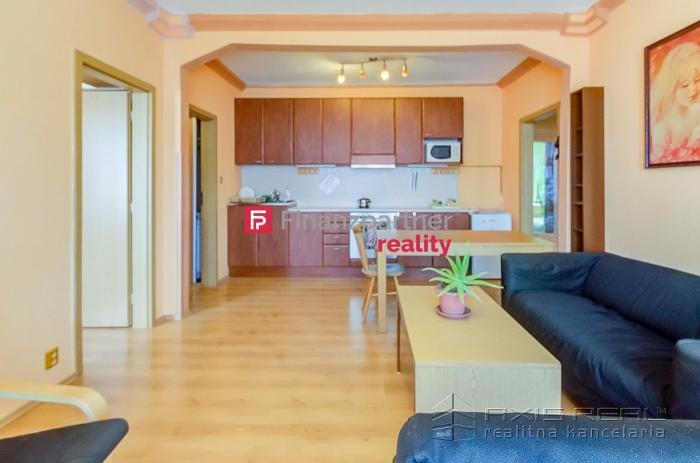 Reality Prenájom 3-izb. bytu na Zálužickej ulici v Bratislave- Ružinov.