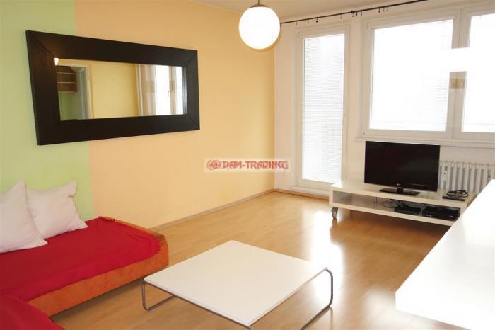Reality KOMPLET ZARIADENÝ 3 izb. byt s veľkou loggiou, ihneď voľný – BANŠELOVA, RUŽINOV /vrátane E