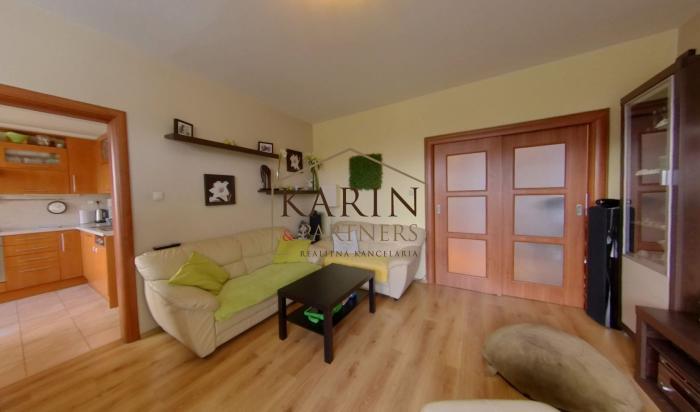 Reality PREDAJ - výborný 4 izbový byt s loggiou v Ružinove