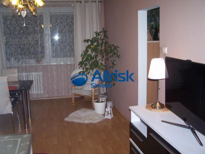 Reality NA PREDAJ - 3 izbový byt v pokojnej časti Podunajských Biskupíc - Korytnická ulica