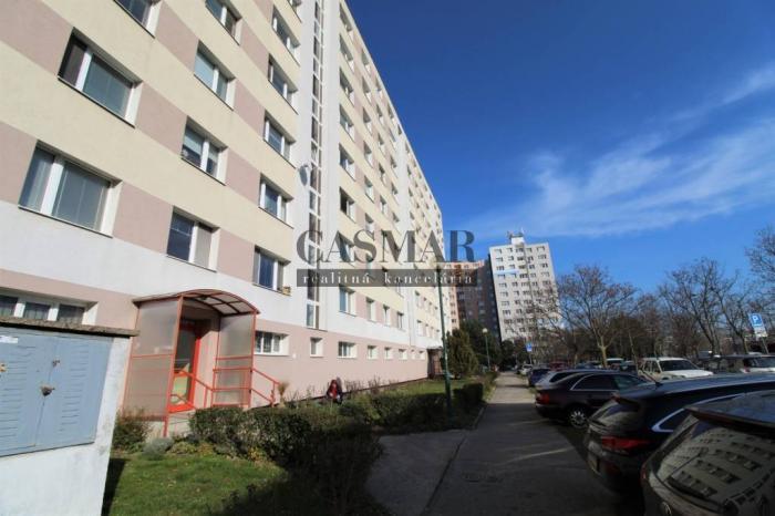 Reality CASMAR RK - *PETRŽALKA* Vígľašská ul - 4 - izbový byt s balkónom