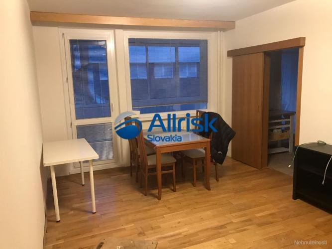 Reality NA PREDAJ - Veľký 5 izbový byt s balkónom - Karlová Ves