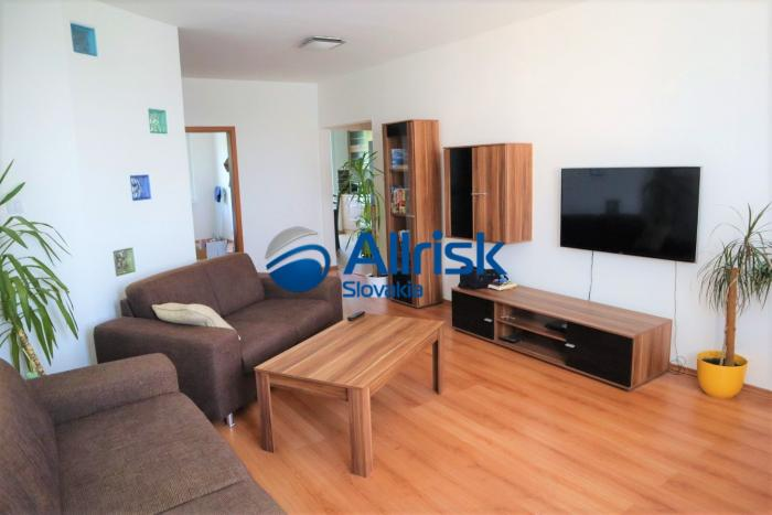 Reality Pekný, Zrekonštruovaný 4 izbový byt v Petržalke - Vígľašská ulica