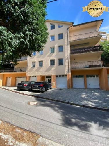 Reality Predaj 3 izbový byt vo vyhľadávanej lokalite Bratislava Kramáre GARÁŽ