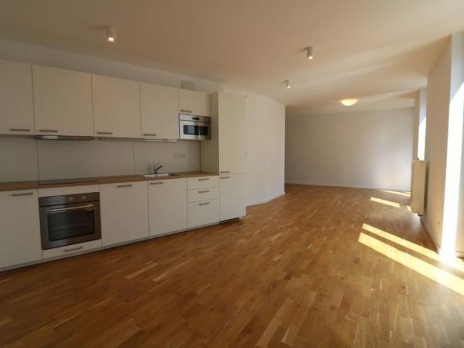 Reality Prenájom 3-izb.bytu s balkónom, terasou s 2 parkovacími miestami