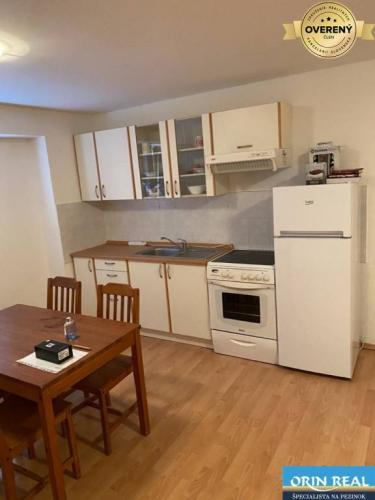 Reality 2 izb. byt na prenájom v Pezinku - Juh