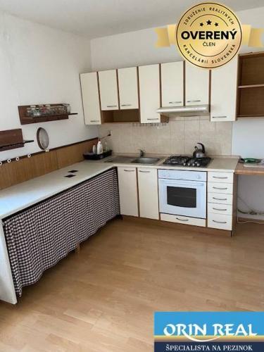 Reality 1 izb. byt na prenájom v Pezinku - Juh