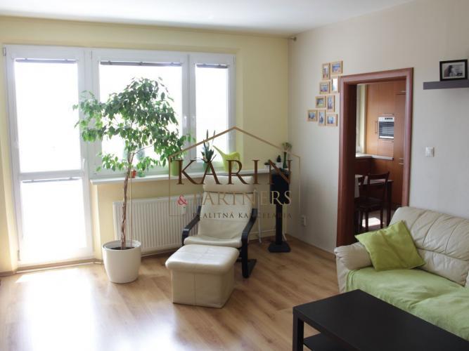 Reality PREDAJ - výborný 4 izbový byt s loggiou 91 m2 v Ružinove, ul. Trnavská cesta