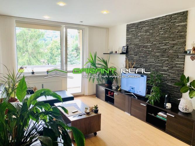 Reality GARANT REAL - predaj 3-izbový byt 69 m2, s loggiou po rekonštrukcii, Sídlisko II, Októbrová ul.