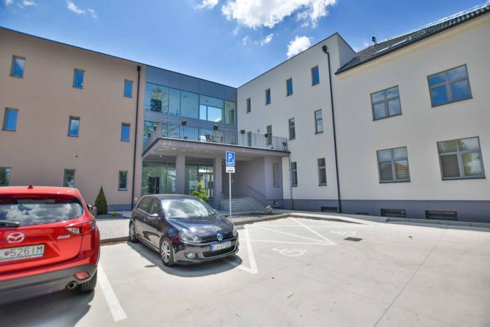 Reality TRNAVA REALITY EXKLUZÍVNE SLÁDKOVIČOVO - 1-izb. byt v štandarde s pivnicou a terasou v modernej