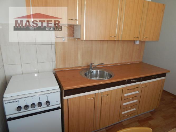 Reality MASTER REAL- Na Predaj 2-izbový byt, 50 m2 s balkónom, Prievidza, sídlisko Žabník
