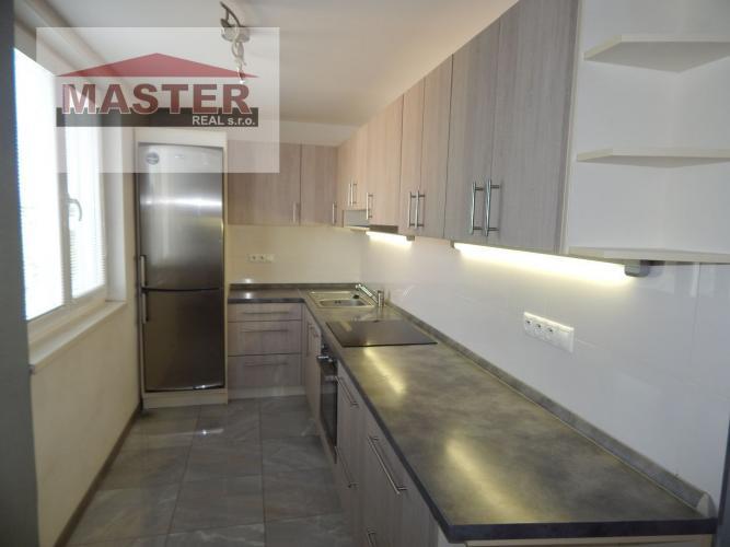Reality MASTER REAL- Na Predaj 3-izbový byt, 65 m2, s 2 loggiami okres Prievidza, Staré Sídlisko