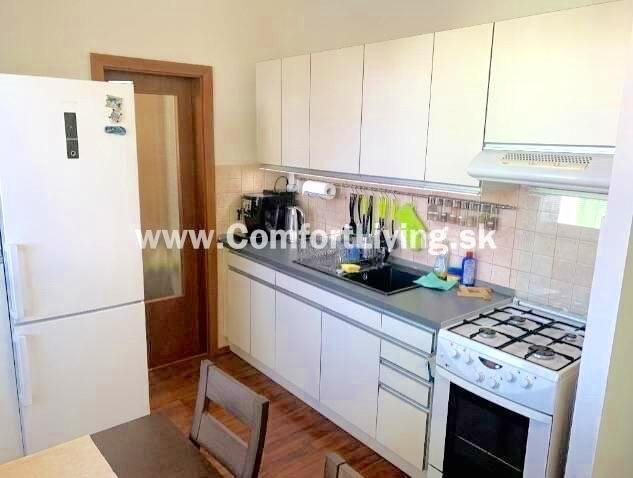 Reality COMFORT LIVING ponúka - Kompletne zrekonštruovaný 3 izbový byt orientovaný do tichej strany
