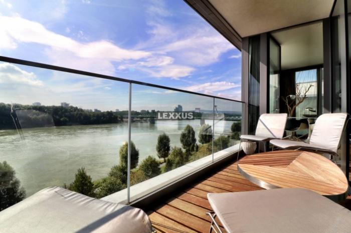 Reality LEXXUS-PRENÁJOM Luxusný 3-izbový byt v Eurovea s výhľadom na Dunaj