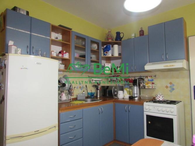 Reality Predáme veľký 2 izbový byt - Zlaté Moravce (1017-112-AFI)