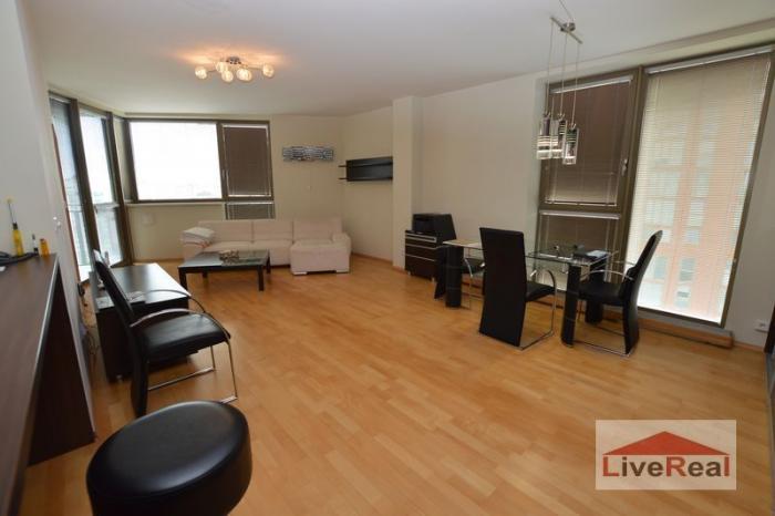 Reality Luxusný 2 izb, Vienna gate, Kopčianska, zariadený, loggia, parkovanie na -2p.
