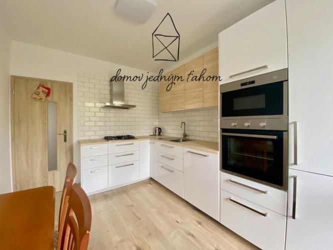 Reality PRENÁJOM, 4-izbový byt, loggia, kompletná rekonštrukcia, Budatínska ul., Petržalka